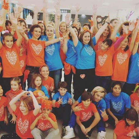 flash-mob-dance-for-kindness-2