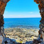 Vedere din portul venețian al orașului Chania din Creta.