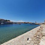 Vedere de pe vechile ziduri ale portului venețian din orașul Chania, Creta