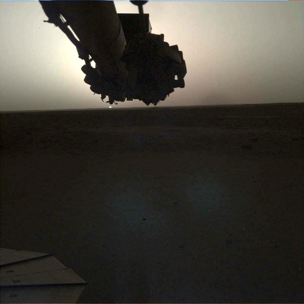 Sonda InSight surprinde un rasarit pe Marte