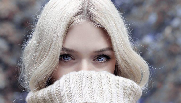 5 sfaturi esențiale de îngrijire a pielii iarna - femeie fata blonda frumusete