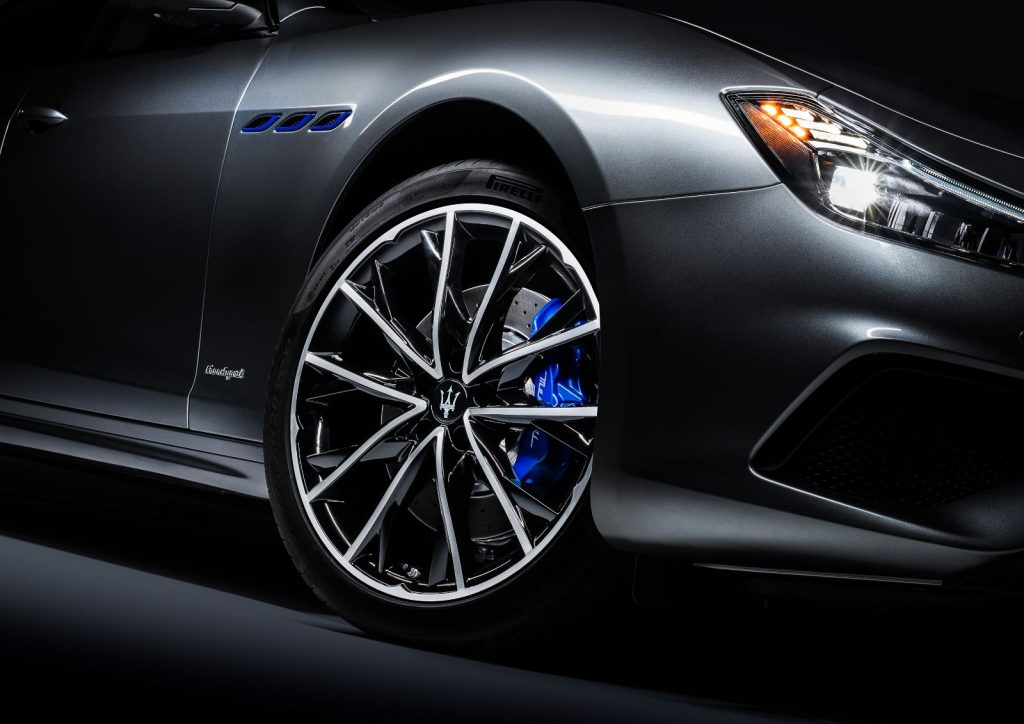 maserati a prezentat ghibli facelift, primul model hybrid al companiei